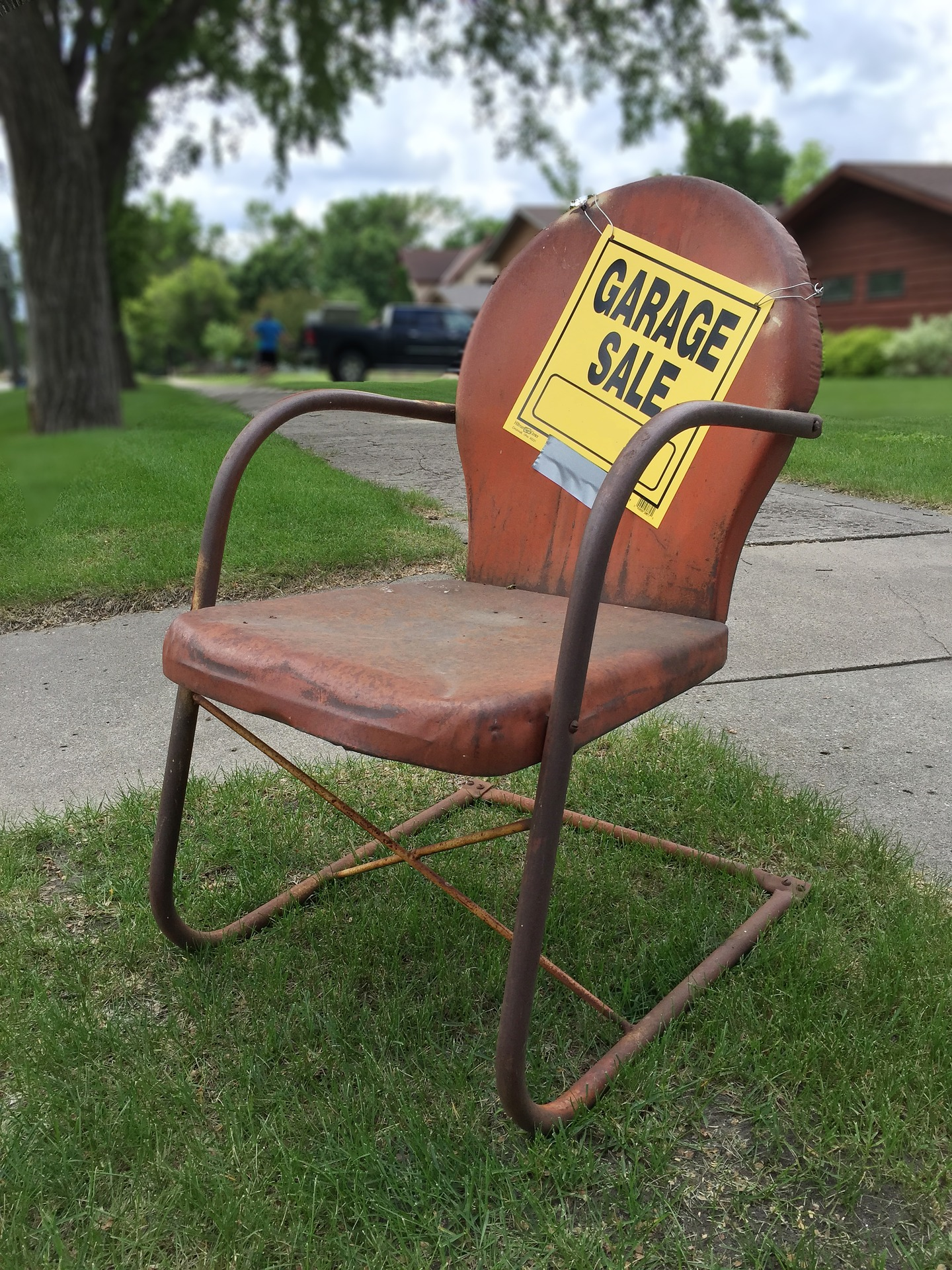 make money creatively with a garage sale